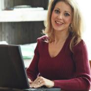 Frau am PC