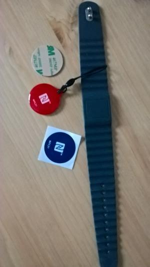 NFC Tags: NFC Aufkleber, NFC Armband und NFC Anhänger