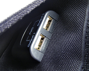 AUKEY Solar Ladegerät 21W im Test - USB Ladeports